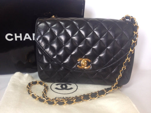 Reserved for Jessica. 80's vintage Chanel black lamb leather 2.55 classic round flap shoulder bag with golden CC and chains. Perfect daily purse