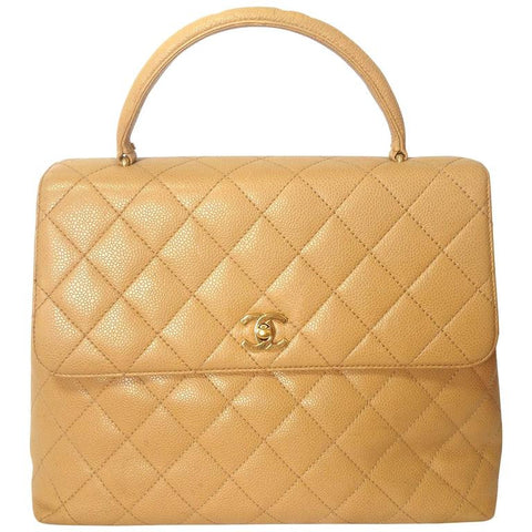 Reserved for tl. Vintage CHANEL beige caviar leather kelly handbag with golden CC closure. Classic purse