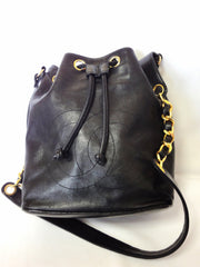 Vintage CHANEL black lamb leather hobo bucket shoulder bag with drawstrings and CC stitch mark. Classic purse