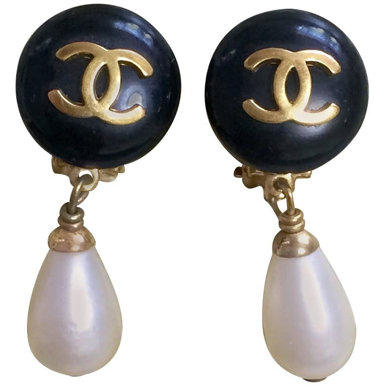 Vintage CHANEL teardrop white faux pearl earrings with black and golden CC mark on top. Chanel dangling earrings.