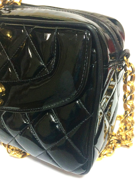 9b148ea2dceb ... Vintage CHANEL quilted patent enamel leather black camera purse with  golden chain strap and a ball ...