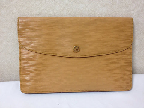 80's Vintage Louis Vuitton cream yellow epi envelope style clutch with gold tone LV motif. Classic piece for unisex use.