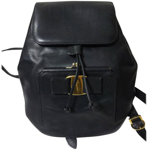 Vintage Salvatore Ferragamo black calf leather backpack from vara collection with kiss lock closure pocket. Rare masterpiece.