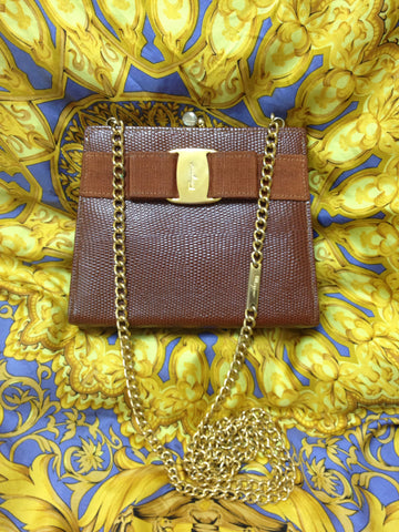 Vintage Salvatore Ferragamo brown lizard embossed leather golden chain clutch bag with vara gancini collection. Kiss lock closure purse.