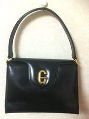 Vintage Gucci black leather classic design handbag purse with G hardware turnlock closure and red interior lining. Perfect Gucci bag