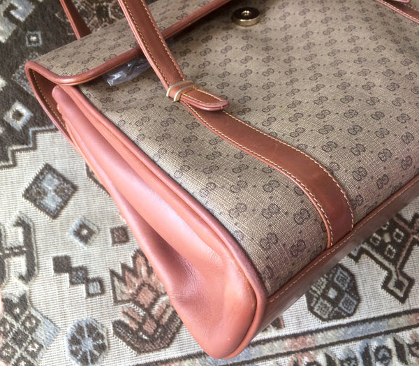 ce2a66dd04ce4e Classic purse Vintage Gucci beige micro GG monogram print shoulder bag with brown  leather trimmings.