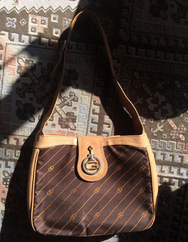 Vintage Gucci brown and orange jacquard and leather combo shoulder bag with gold tone G logo horsebit motif. Rare masterpiece.