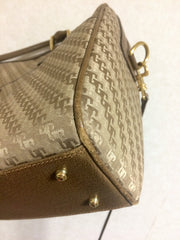 Vintage Gucci beige brown GG monogram jacquard and leather shoulder bag with with shoulder strap. Unisex use.