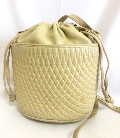 Vintage BALLY ivory white quilted lambskin mini hobo, bucket shoulder bag with golden B charm and drawstrings.