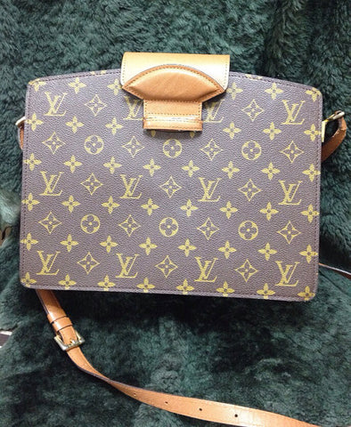 SOLD OUT: 90s Vintage Louis Vuitton rare mod purse. very chic and mod, Unisex use.