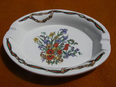 SOLD: 80s vintage Gucci ceramic ashtray. top rare doccia porcelain masterpiece. Floral collection by Gucci.