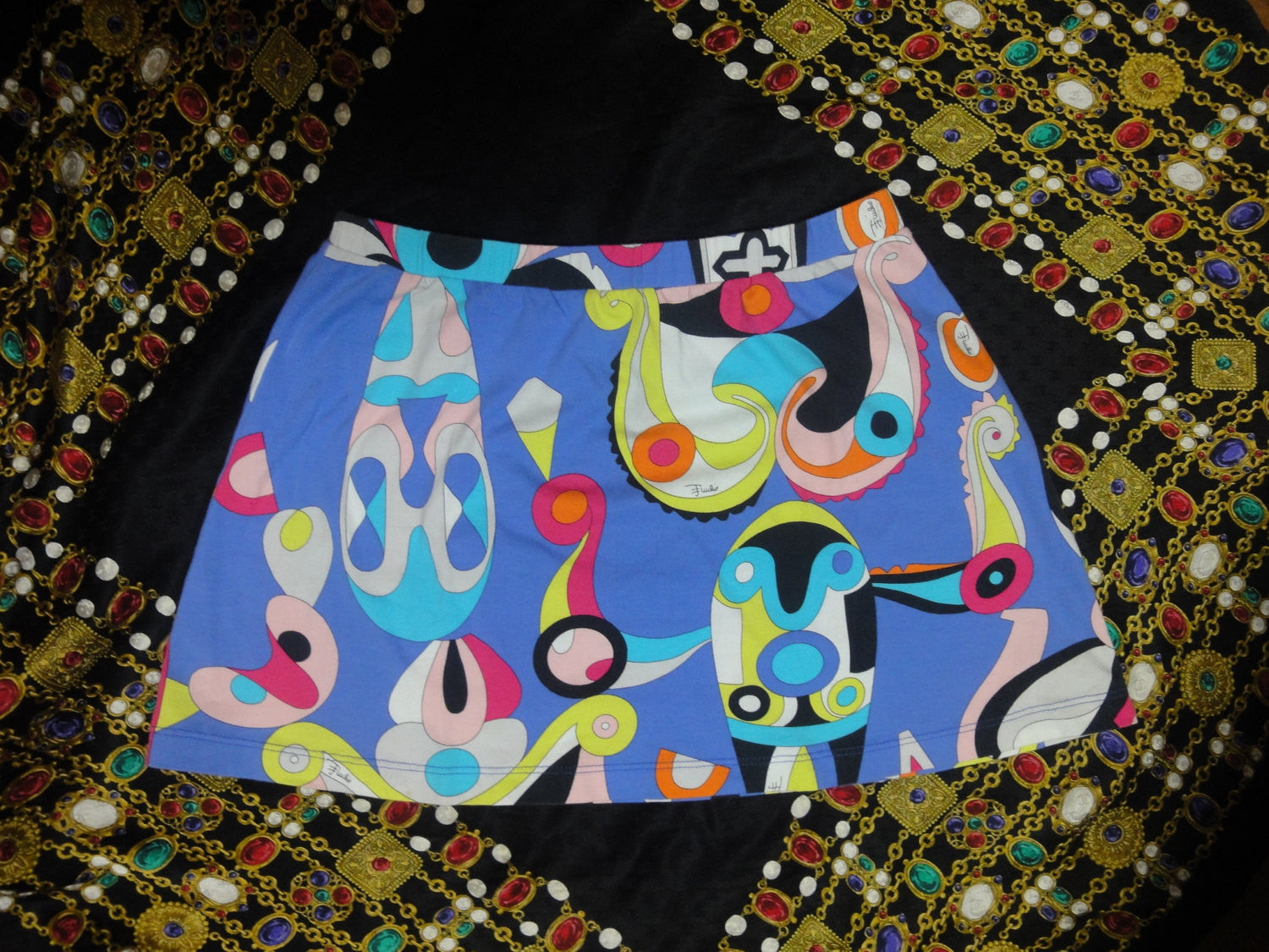 Emilio Pucci Vintage blue and multi-color mini skirt. Cotton and spandex US6, French 38, Italy 40
