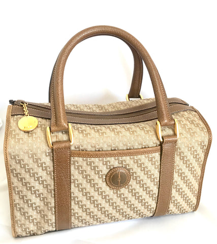 Vintage Gucci beige brown GG monogram jacquard and leather combo speedy design handbag with golden logo charm. Unisex use.