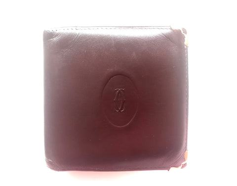 Vintage Cartier, must de Cartier wine leather square wallet with gold tone frames. Unisex use.