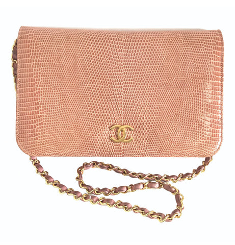 Vintage CHANEL milky pink genuine lizard leather 2.55 shoulder bag with golden CC mark and and chain strap. Rare masterpiece.