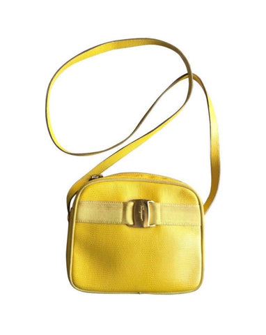 Vintage Salvatore Ferragamo lizard embossed yellow leather shoulder bag with golden logo embossed motif from vara collection. Rare color.