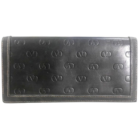 Vintage Valentino black leather long wallet with beige stitches and all over embossed logo. Unisex use. Classic purse.