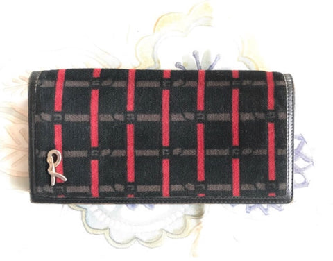 Vintage Roberta di Camerino black, brown and red bow pattern wallet with kiss lock coin room and a gold tone R charm.
