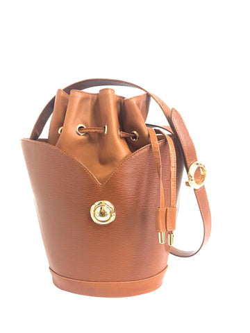 Vintage Chloe brown leather drawstring bucket hobo shoulder bag with a golden logo motif. Classic purse that never go out of style.