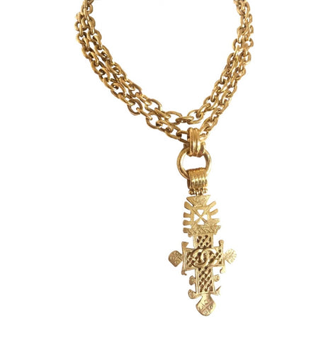 Vintage CHANEL long chain necklace with large cross pendant top and CC mark. Can be worn in double. Gorgeous masterpiece.