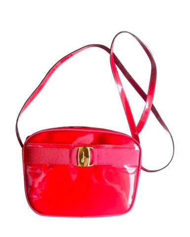 Vintage Salvatore Ferragamo vara collection patent enamel lipstick red shoulder bag with gold tone bow charm. Classic Ferragamo purse.