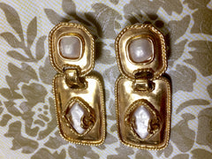 Vintage CHANEL square and rhombus shape dangling earrings with faux pearls and golden CC marks. Perfect vintage Chanel gift
