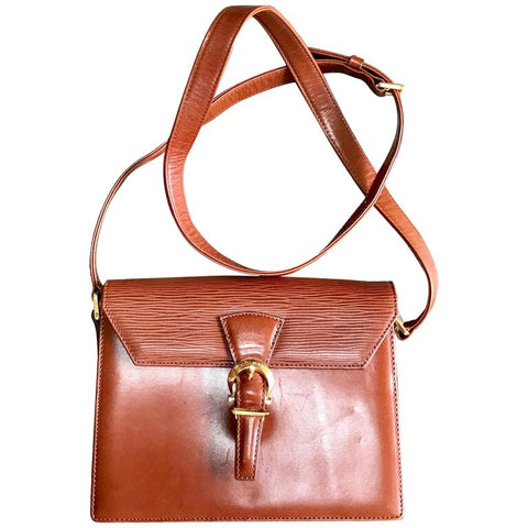 Vintage Valentino Garavani brown epi leather shoulder bag with golden logo buckle design closure. Classic Valentino purse for any occasions.