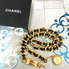 NEW/Mint. Vintage CHANEL black leather thick chain belt with golden logo bar plate and CC charm. Nice and heavy single layer belt