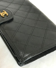 Vintage CHANEL black calf leather wallet with diagram stitches and golden CC motif. Classic vintage CHANEL purse. Bill, coin case. Unisex.