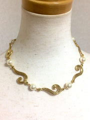 MINT. Vintage Moschino chain statement necklace with golden question marks and white faux pearl balls. Rare and unique jewelry.