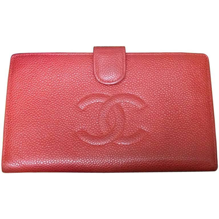 Vintage CHANEL red caviar skin wallet with large CC logo stitch mark. Classic caviar leather and perfect gift.