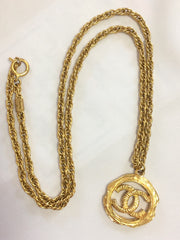 Vintage CHANEL golden skinny chain necklace with round frame CC mark logo pendant top. Classic and simple jewelry. Beautiful piece.