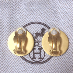 Vintage HERMES golden logo embossed genuine shell earrings. Classic jewel piece. Bijouterie Fantaisie
