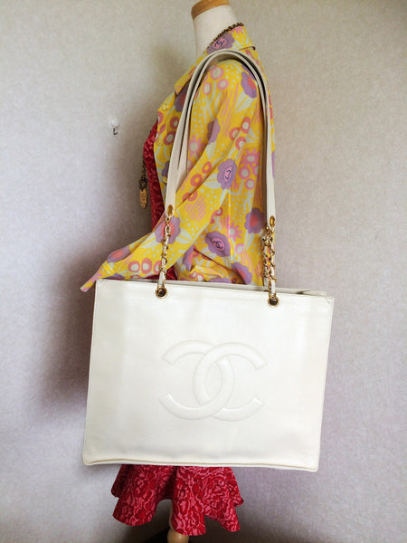 cef052468229 ... Vintage CHANEL ivory white color caviarskin large tote bag, shopper  with gold-tone chains