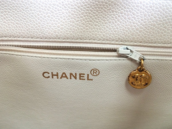 bac347f5eee4 ... Vintage CHANEL ivory white color caviarskin large tote bag, shopper  with gold-tone chains ...