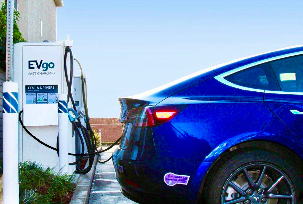 The network of charging stations for Tesla will become wider: Tesla and EVgo announced a new partnership