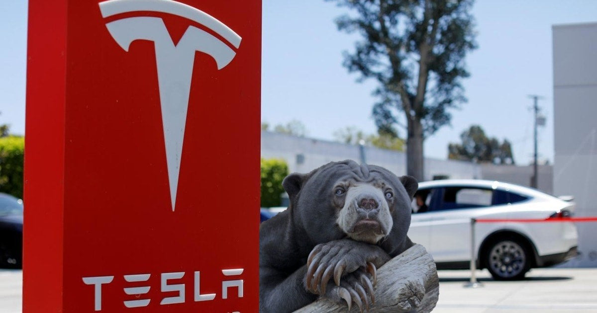 Tesla shorts down $1.25 billion in mark-to-market losses