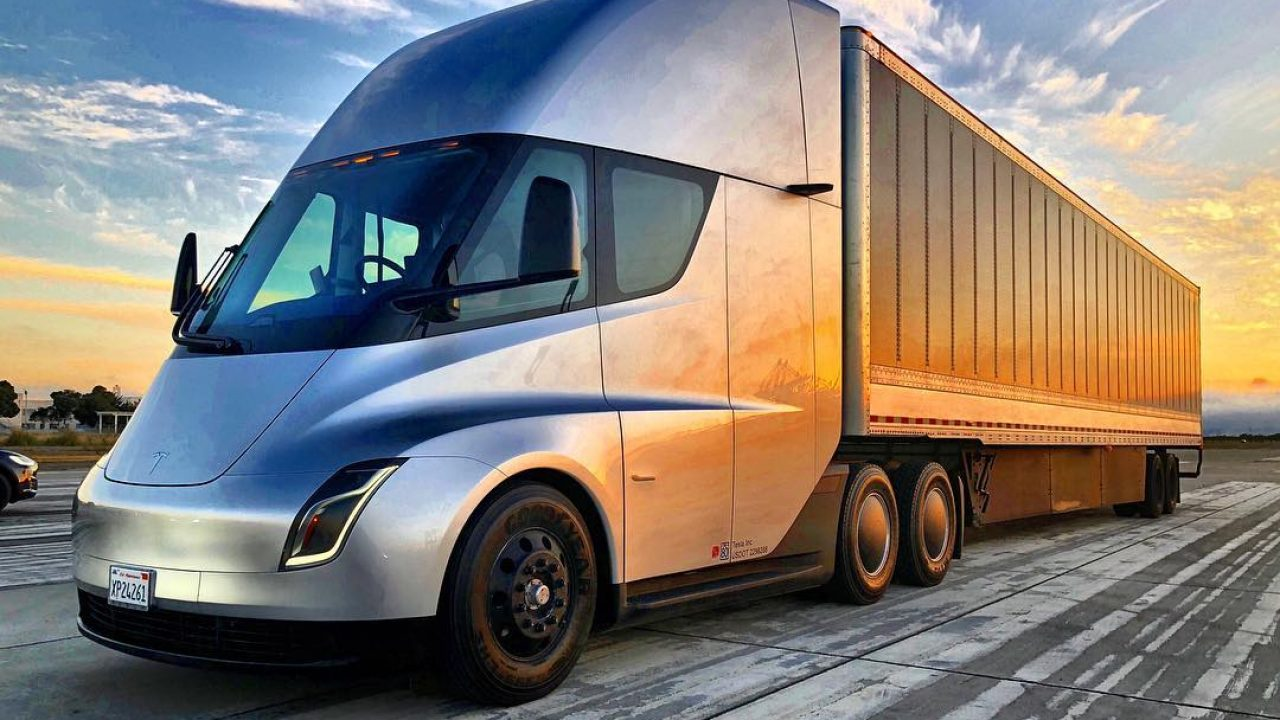 Tesla Semi Truck will Utilize 4680 Cell with Structural Battery Capable of 1,000 KM / 621 Mile Range