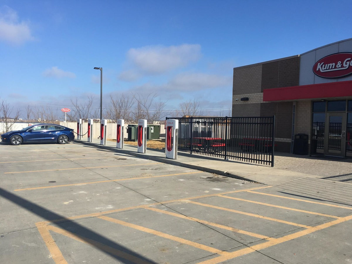 Kum & Go Plans to Add Tesla Superchargers to its Convenience Stores as EV Adoption Accelerates