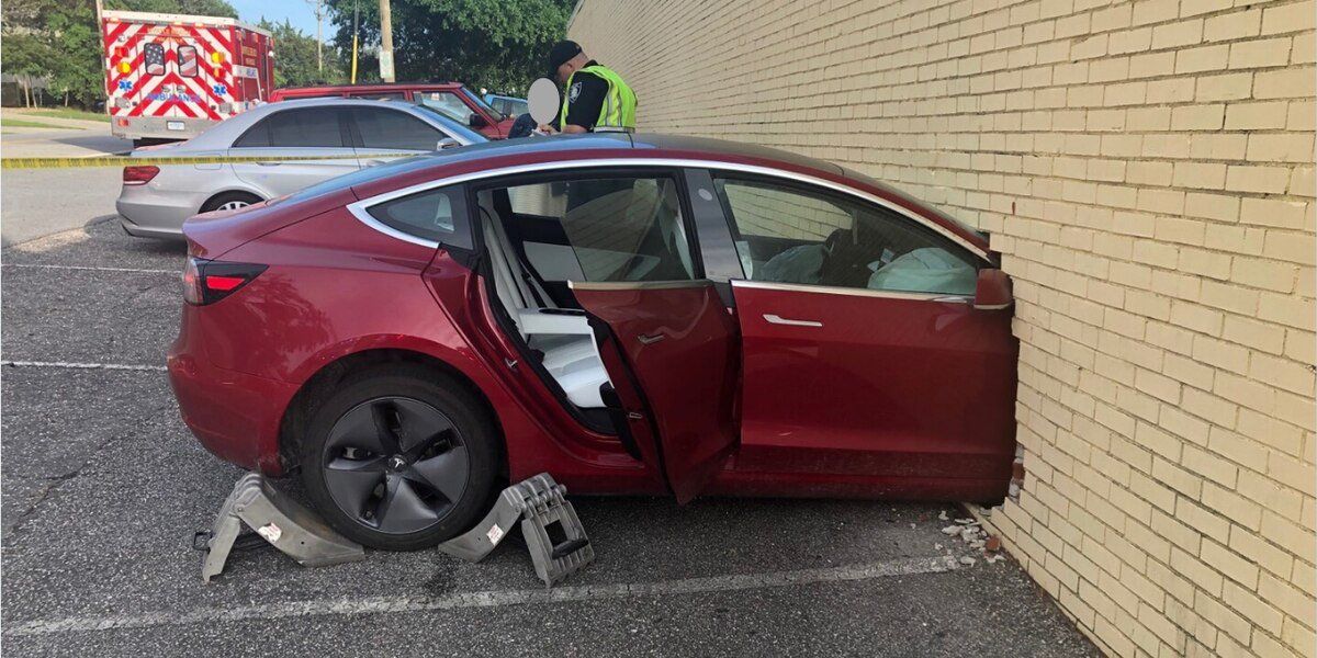 Tesla Model 3 Again Demonstrates Supreme Safety Quality In An Unfortunate Accident, No One Injuried