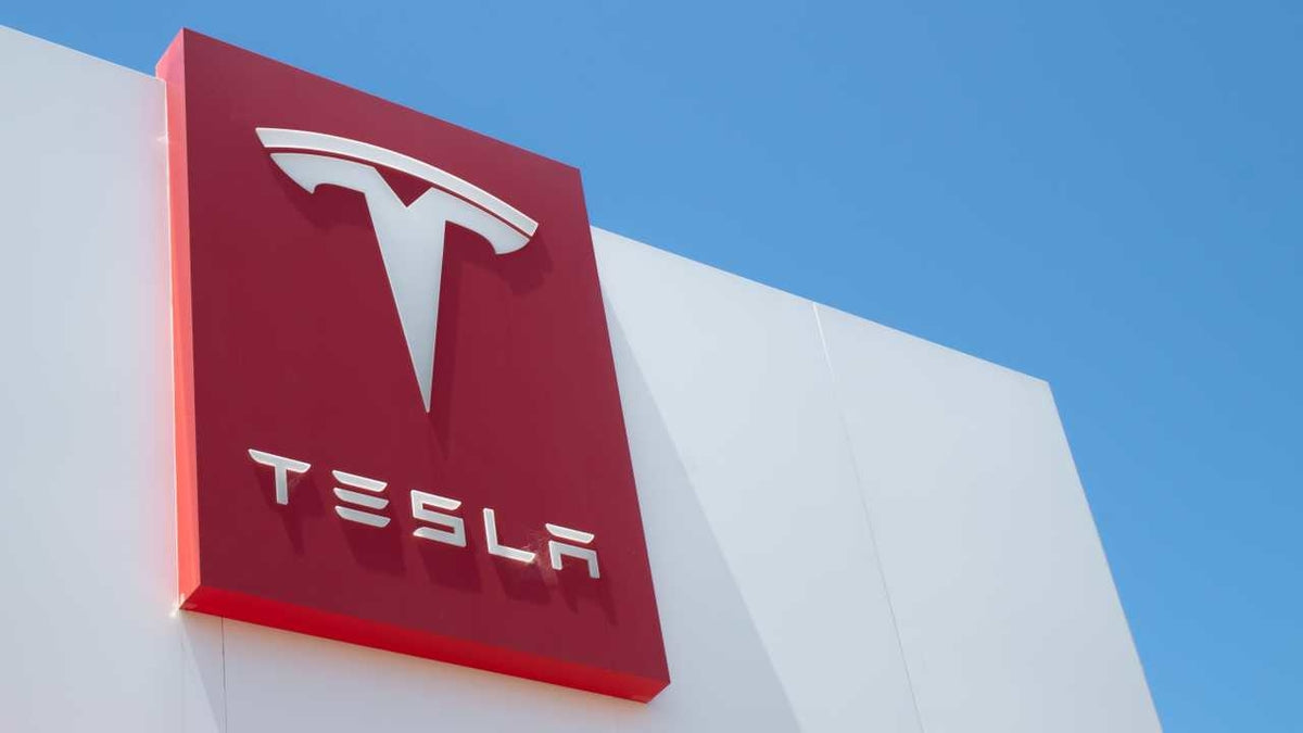 Oppenheimer Raises Tesla TSLA Price Target to $1,036 on Manufacturing Advantages