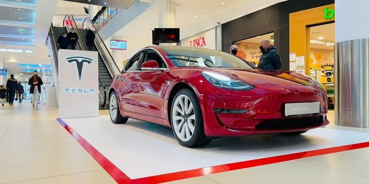 Tesla Opens First Store in Hungary & Launches Ordering Site