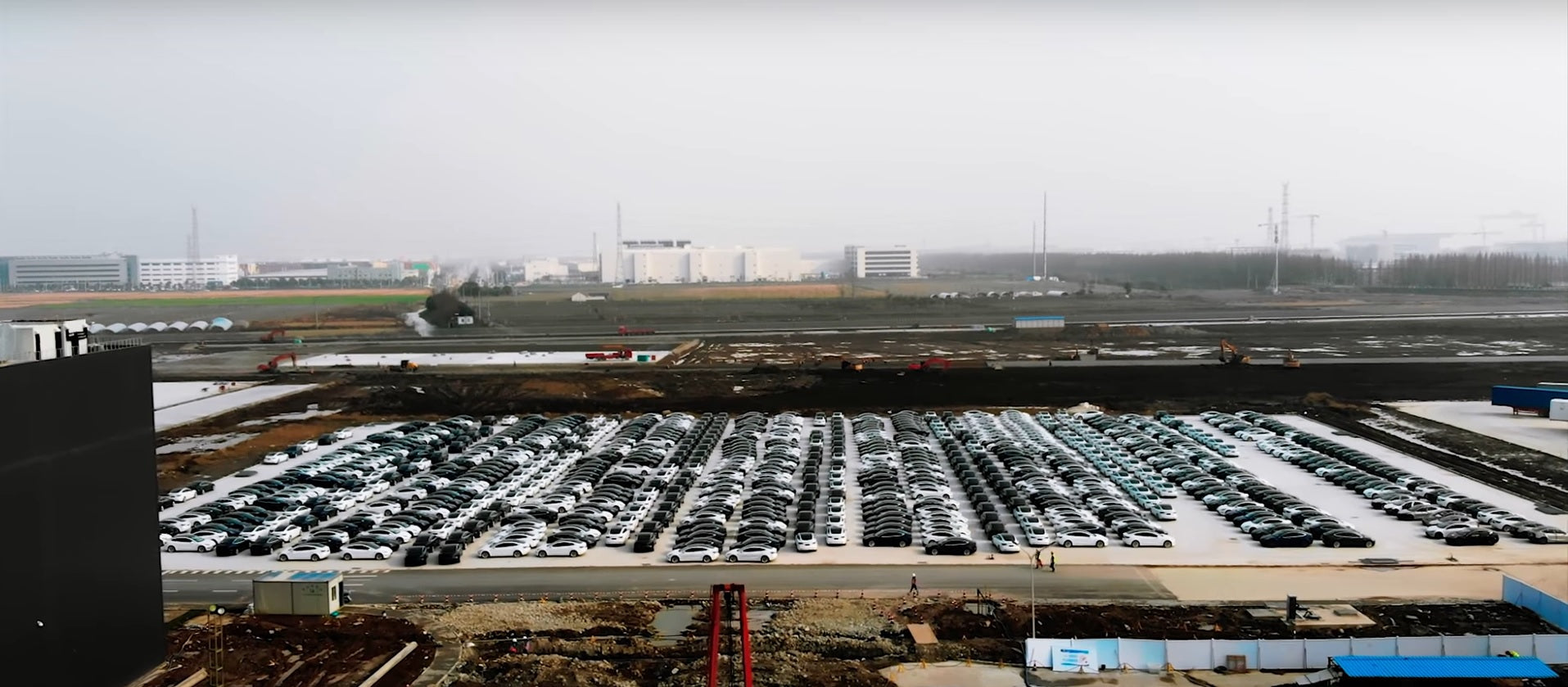Tesla is Ramping up Made-in-China Model 3: Shanghai Gigafactory 3's parking lot is overflowing [Video]