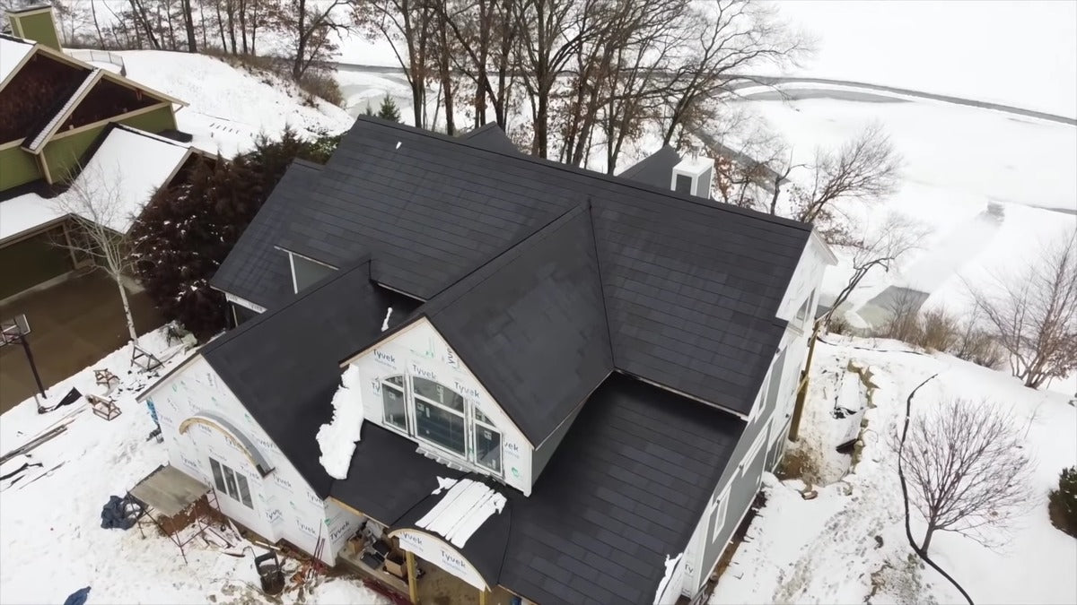 Tesla Solar Roof Perfectly Self-Cleans in the Snow