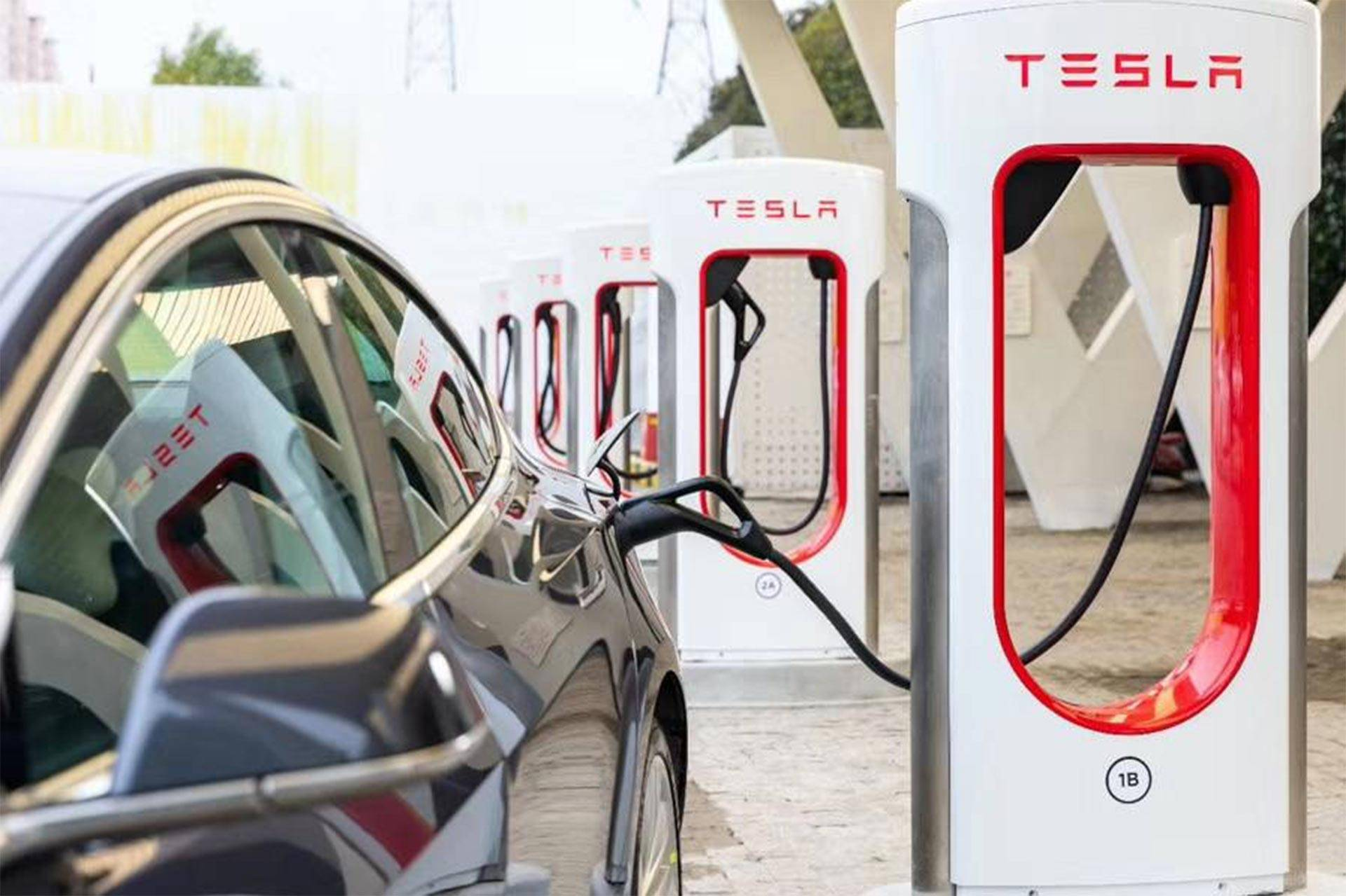 Tesla Supercharging Network From 6 Stations in California to 16,320 Charging Stalls Globally