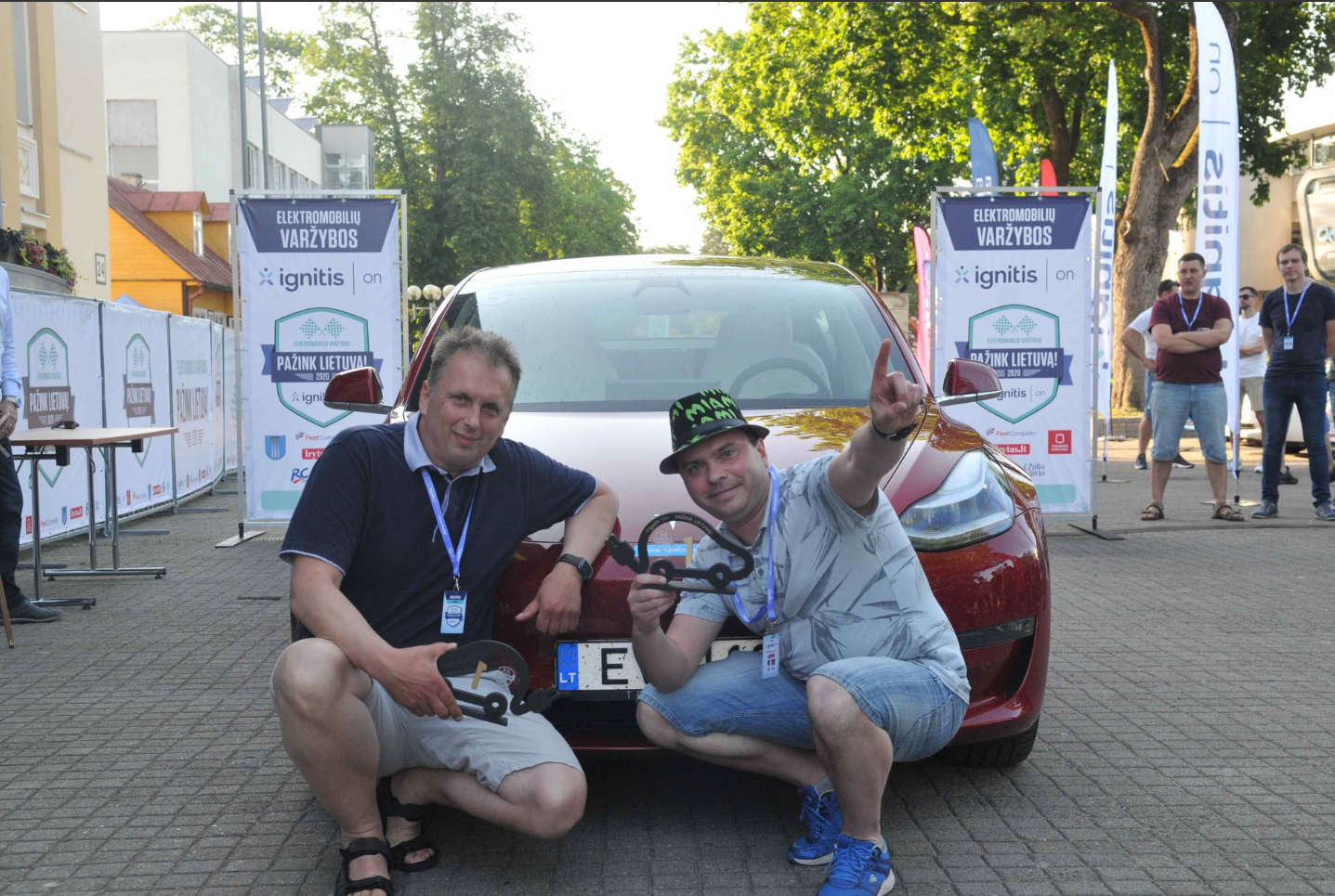 Tesla Model 3 and Peugeot e-208 crews triumphed in electric car competition