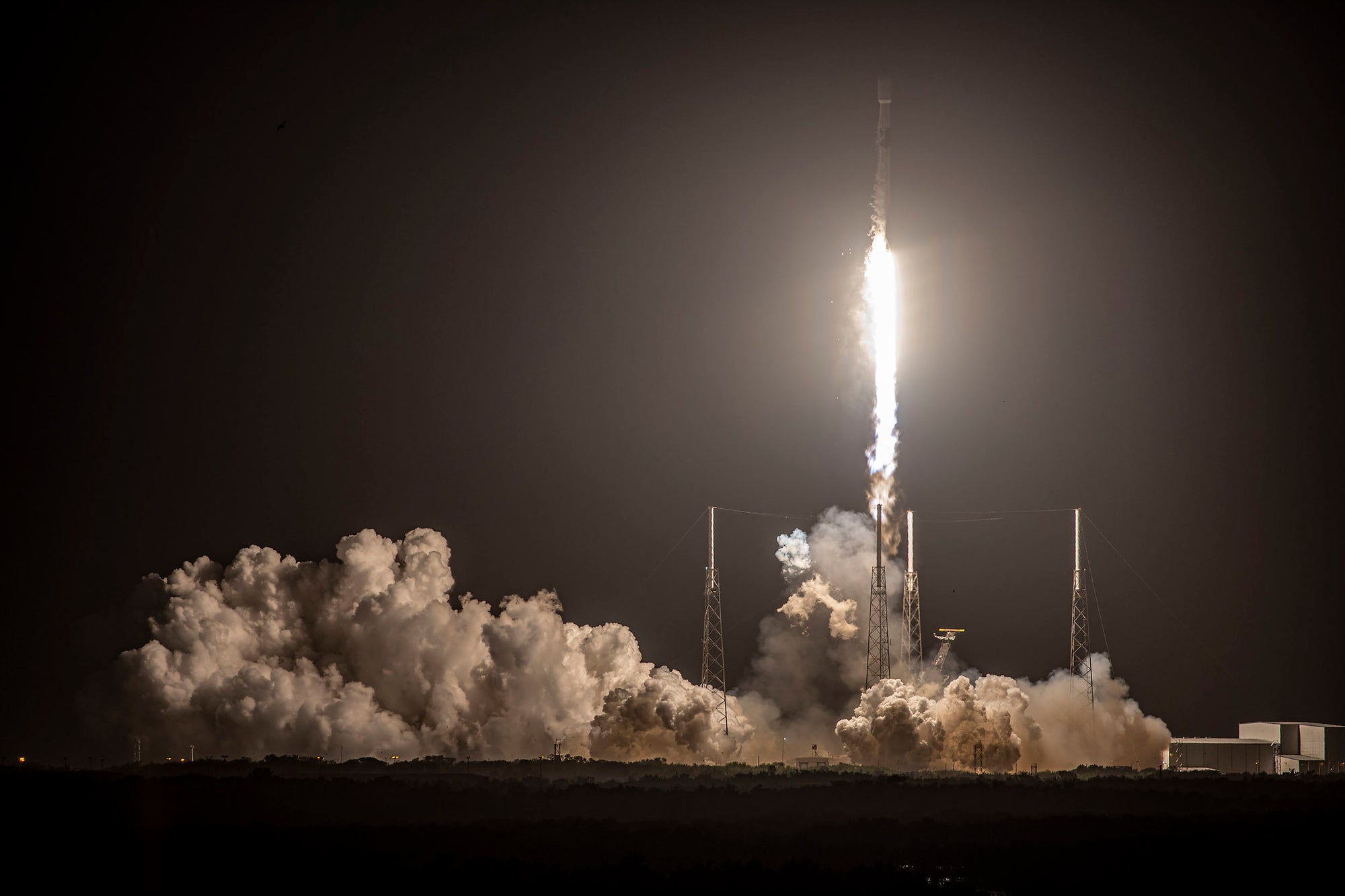 SpaceX Falcon 9 lifts off an eighth time to launch internet-beaming Starlink satellites