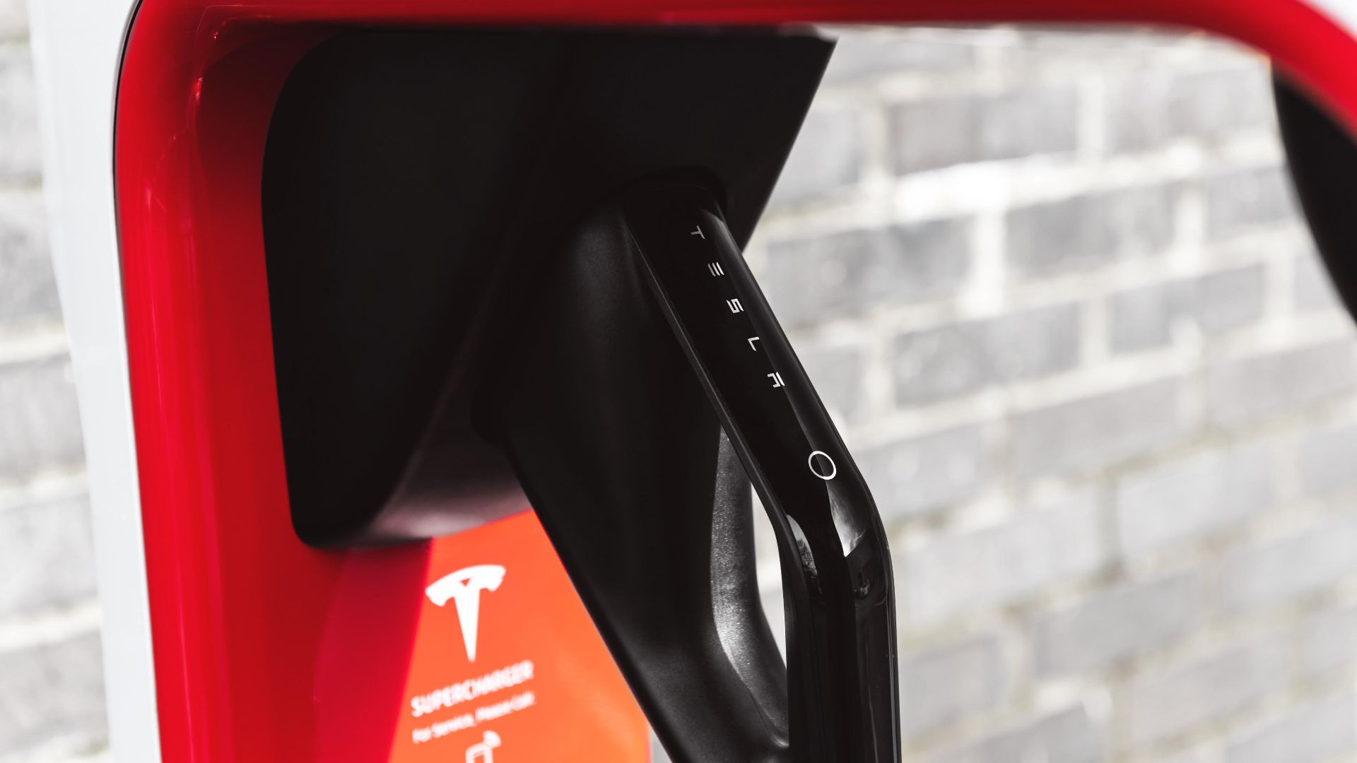 As promised by Elon Musk, Tesla launches its first European V3 Supercharger in Q4, which becomes the 500th Supercharger in Europe!