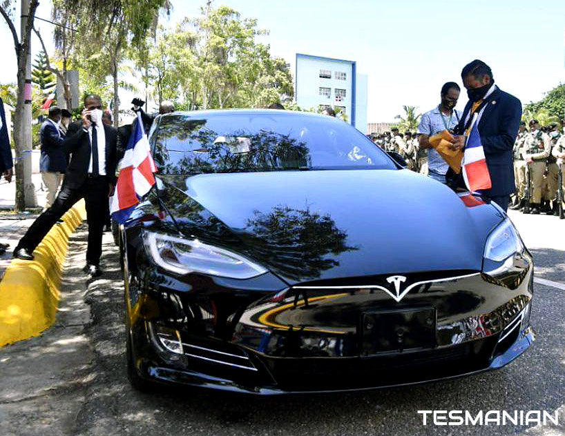 President Abinader Signals New Era in Sustainable Energy for Dominican Republic, Arrives in Tesla Model S to Take Oath