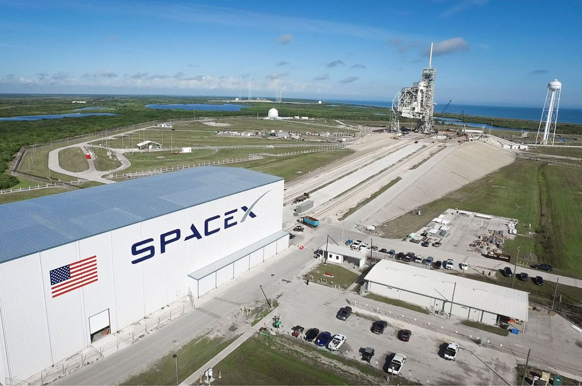 SpaceX plans to build a new gantry at NASA's Kennedy Space Center to shield rockets and military payload
